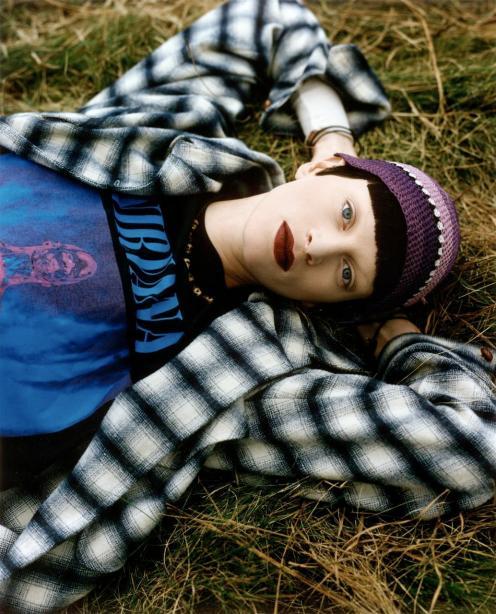 90s-grunge-style kristen_mcmenamy_by_steven_meisel